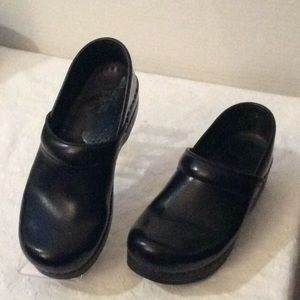 Dansko Black comfortable professional clogs #8M